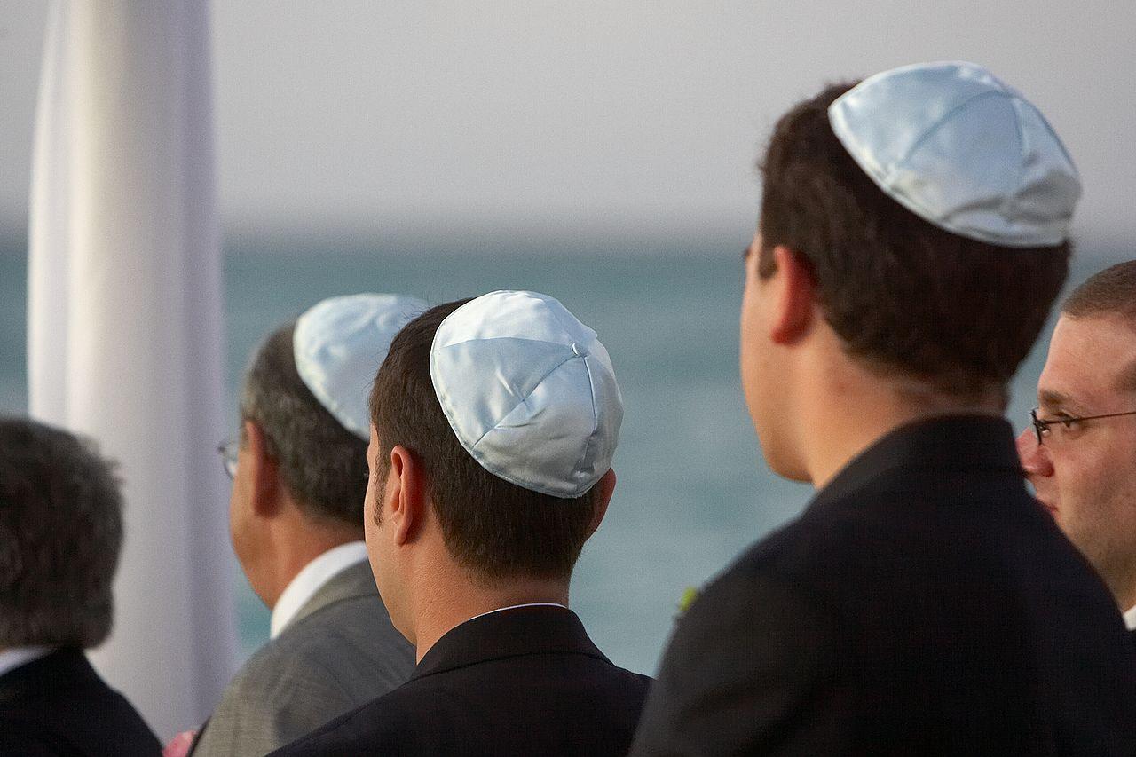 Cautarea omului evreu)