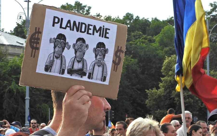 Protestul din Piața Victoriei, în fel și chip